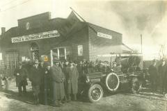 Indvidelse af Ørbæk Zone Brandvagt i 1927.                  Brandbilen er en helt ny Chevrolet. Reservehjulet på siden er til påhængspumpen.
